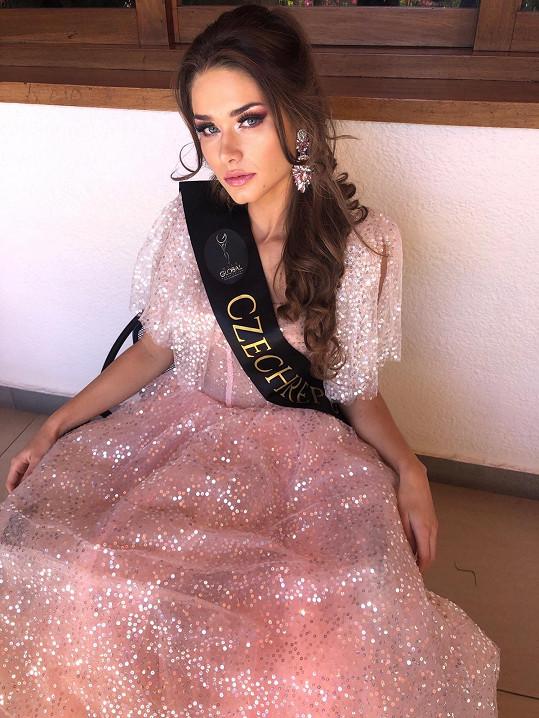 Karolína Kokešová vyhrála soutěž Miss Global.