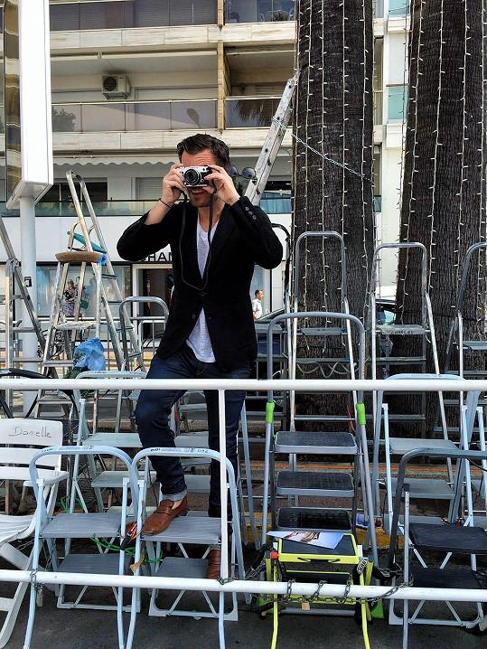 Před večerním zahájením si Leoš zkusil pozici fotografa.
