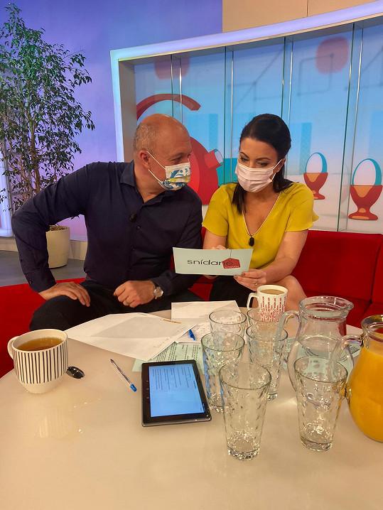 Gabriela Partyšová a Pavel Svoboda jsou jedinou dvojicí, která teď může vysílat Snídani s Novou.