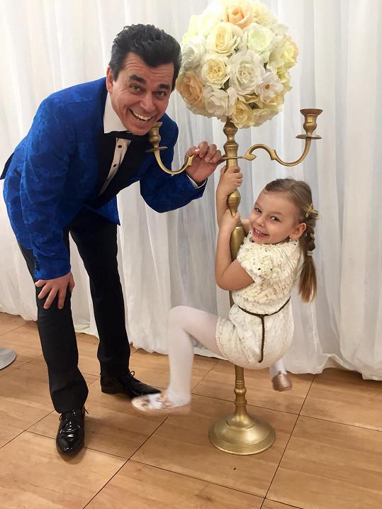 Roman Pomajbo s nejmladší dcerou Timeou.