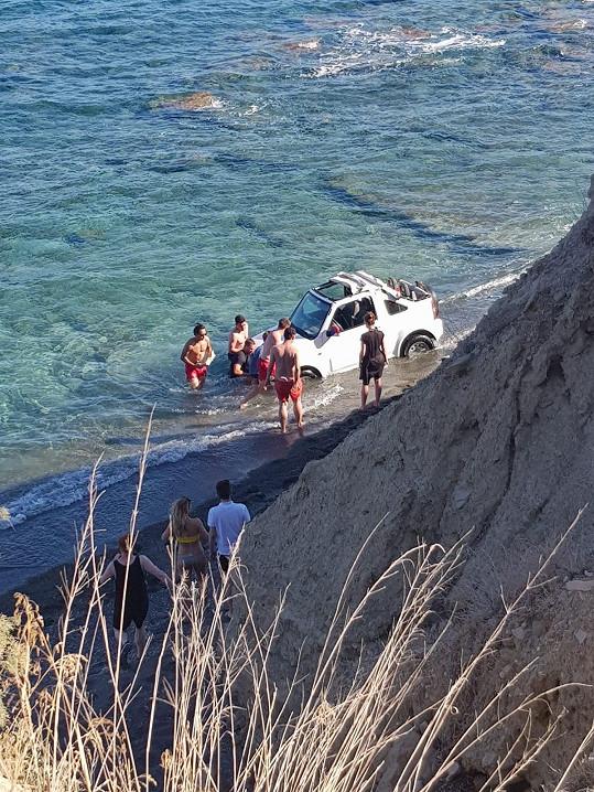 Vágner se bál, že auto z moře nevytáhne.