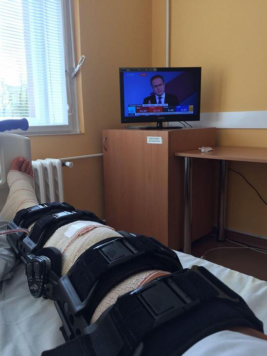 V nemocnici moderátorka sledovala volební dění.