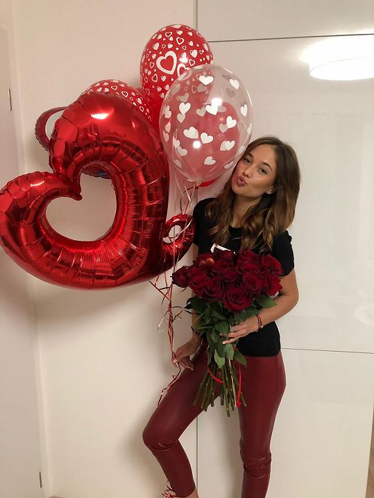 Lea dostala od přítele puget růží.