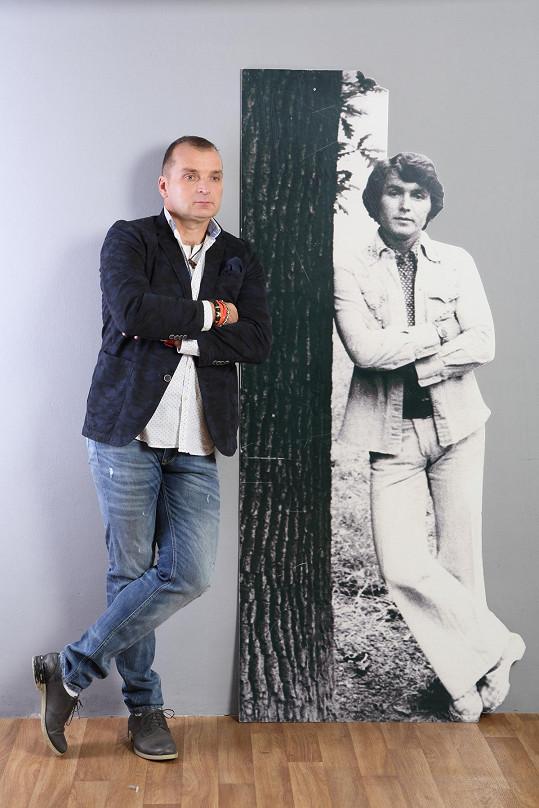 Pavel Novák ml. vystupuje s písněmi svého zesnulého otce.