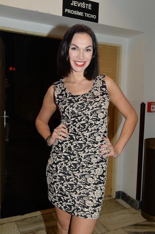 Kamila Nývltová zvolila opravdu sexy šaty, byť neměly výstřih.