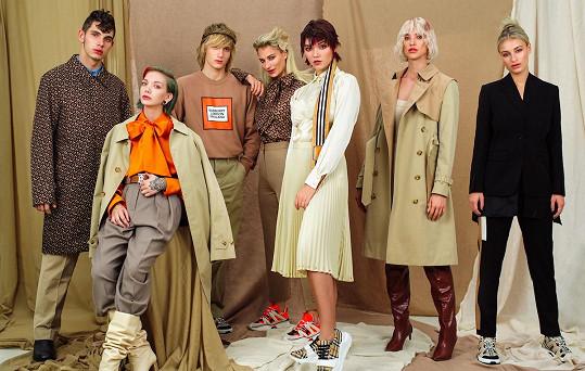 Kateřina se objevila v kampani společně s dalšími modely. Na této fotce se objevuje hned dvakrát, jako vyjádření toho, že každý může být tím, kým chce.