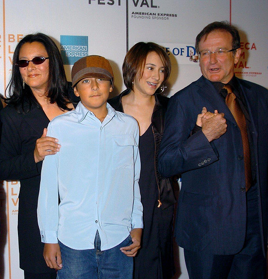 Zleva: Marsha Garces Williams, Cody, Zelda a Robin Williamsovi