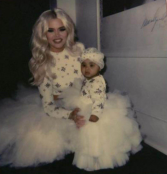 Nechyběla ani Khloé Kardashian s dcerkou True.