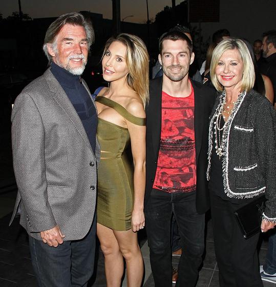 Na páteční premiéru přišli Chloe podpořit rodiče i snoubenec.
