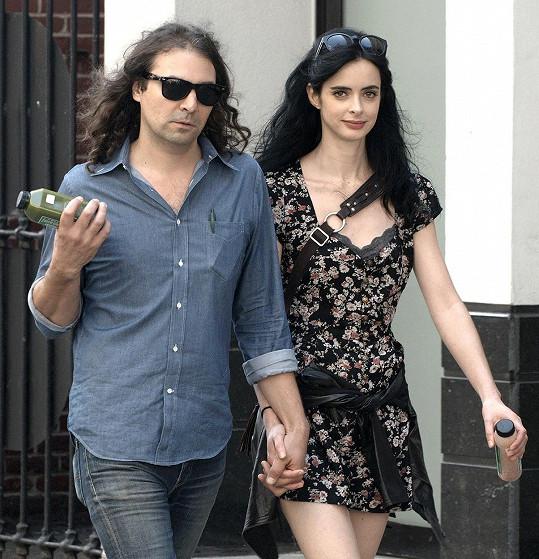 Partnerem herečky je muzikant Adam Granduciel.