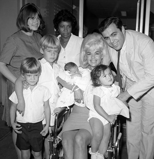 Jayne byla matkou pěti dětí. Dva roky před svou smrtí porodila nejmladšího syna jménem Anthony.