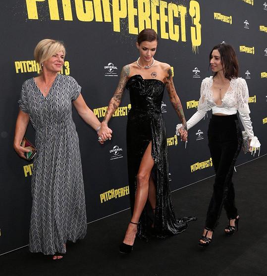 Ruby Rose (uprostřed) na premiéře svého nejnovějšího filmu Ladíme 3 v Sydney