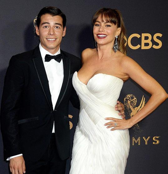 Sofii Vergaru na ceny Emmy doprovodil syn Manolo.