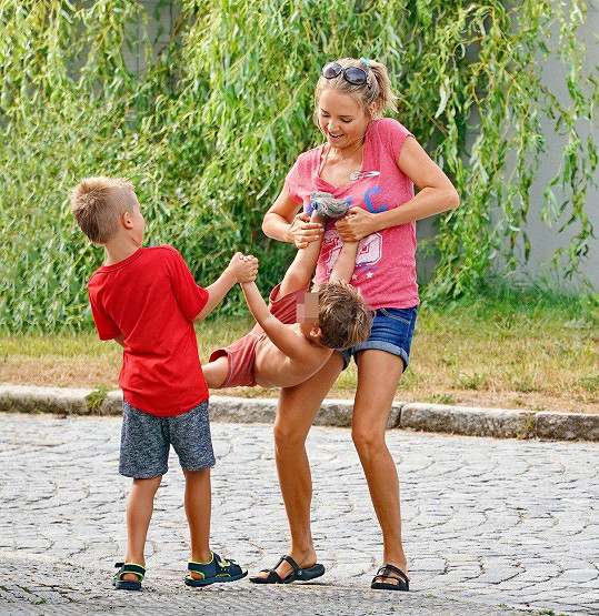 Nejvíc času tráví s dětmi.