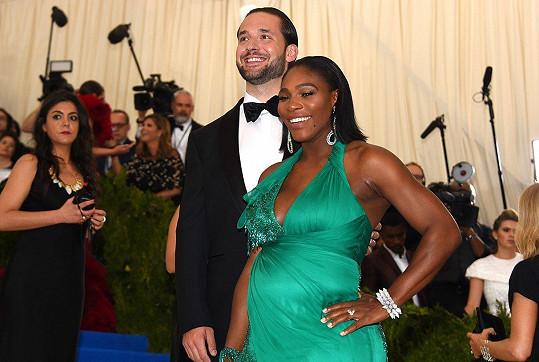 Se snoubencem Alexisem v době, kdy byla těhotná.