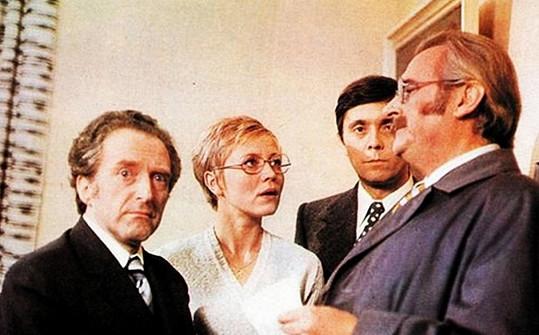 Jiří Hálek, Jaroslava Obermaierová, Josef Abrahám a Jiří Sovák ve filmu Marečku, podejte mi pero (1976).