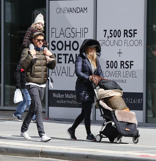 Herecký pár na procházce v New Yorku