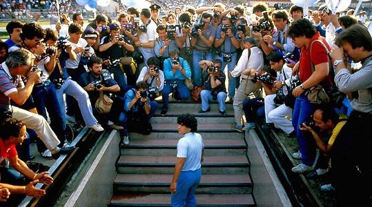 Po snímcích Amy o zpěvačce Amy Winehouse a Senna o závodníkovi F1 Ayrtonu Sennovi natočil Kapadia portrét o jednom z nejslavnějších a nejkontroverznějších fotbalistů všech dob.