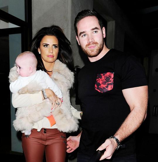 Katie Price s manželem Kieranem a jejich dcerou Bunny