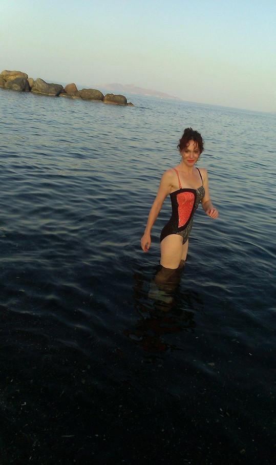 Sára Saudková v plavkách