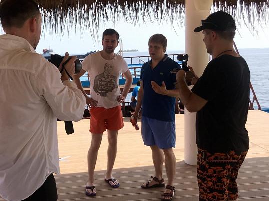 S režisérem Danem Svátkem a kameramanem na Maledivách