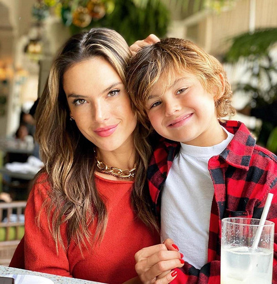 Modelka se synem Noahem