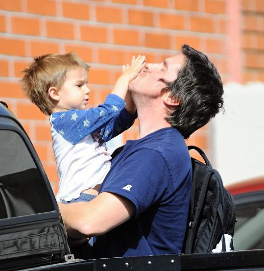 Herec si užívá svého syna.