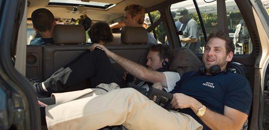 Jonah Hill (vepředu) při natáčení svého režijního debutu, který se mimořádně vydařil.