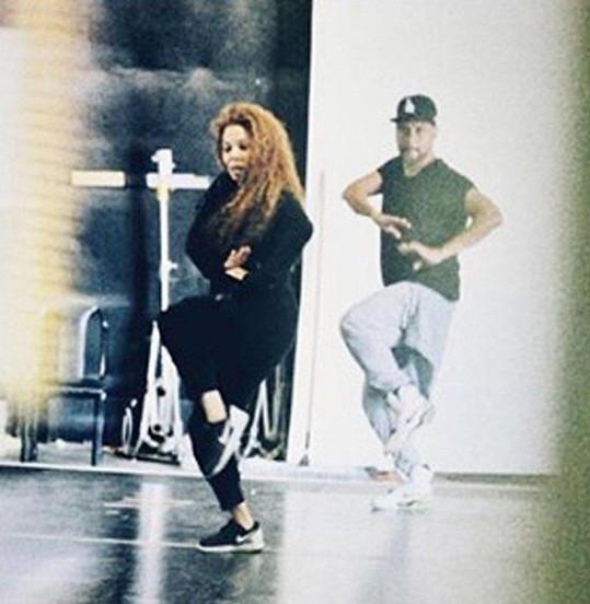 Zpěvačka už trénuje na turné.