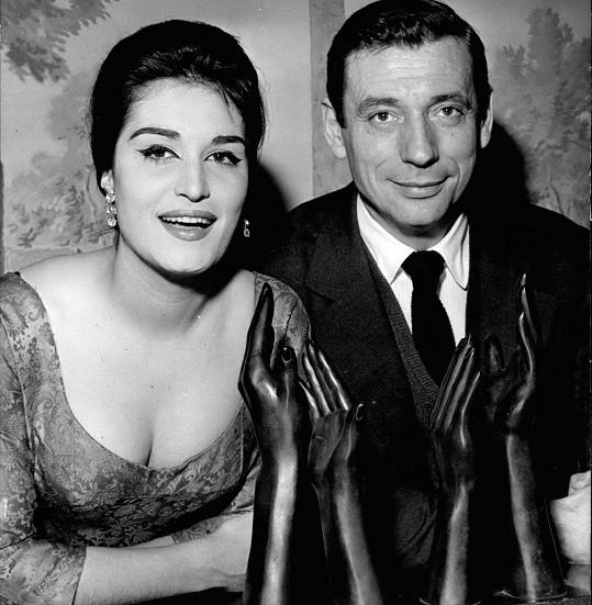 Hvězdnou kariéru začínala Dalida s tmavou kšticí. Na fotce z roku 1959 s Yvesem Montandem.