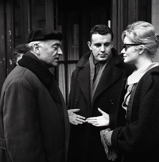 Jeho velkou láskou byla Jana Brejchová, která však dala přednost Miloši Formanovi (uprostřed).