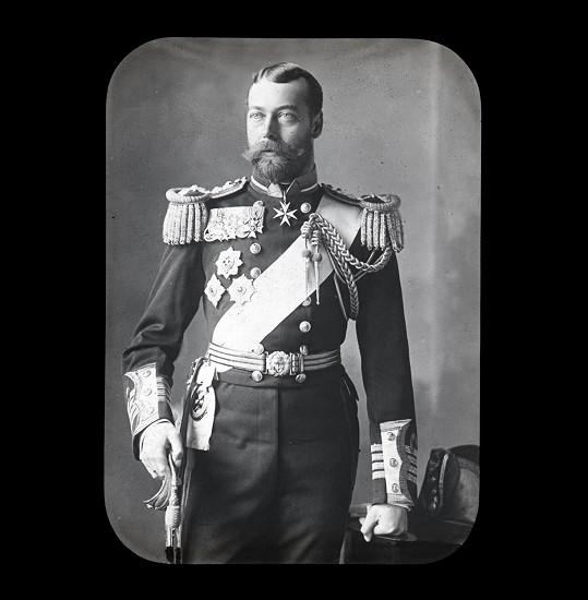 Přezdívku vymyslel král Jiří V., jenž jí napodoboval Alžbětiny vlastní pokusy o vyslovení svého jména.