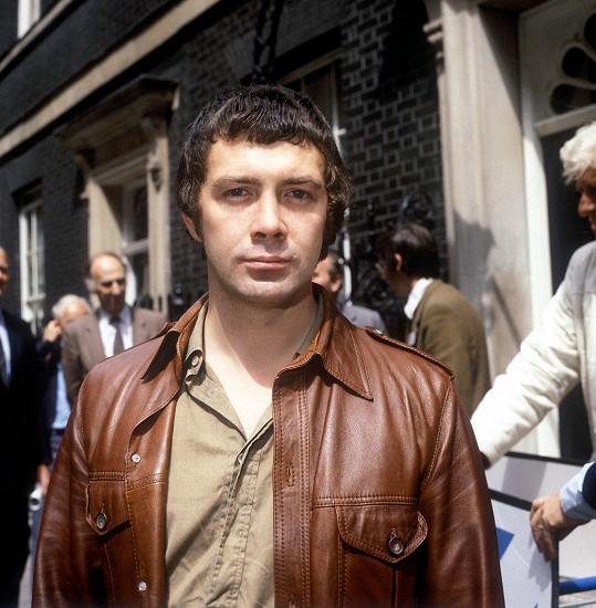 Petr Oliva daboval například Bodieho ze seriálu Profesionálové, kterého hrál herec Lewis Collins.