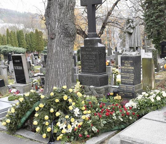 V rodinné hrobce spočine Karel Štědrý se svým bratrem Ivanem.