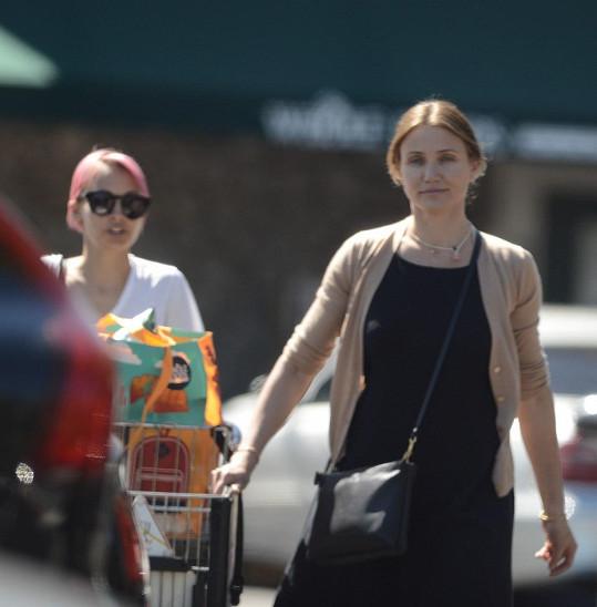 Cameron na nákupech vypadala jako seniorka.
