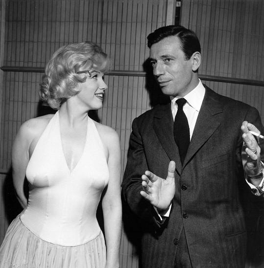 Kouzlu Yvese podlehla i jeho herecká partnerka Marilyn Monroe. On se nakonec pokorně vrátil ke své ženě.