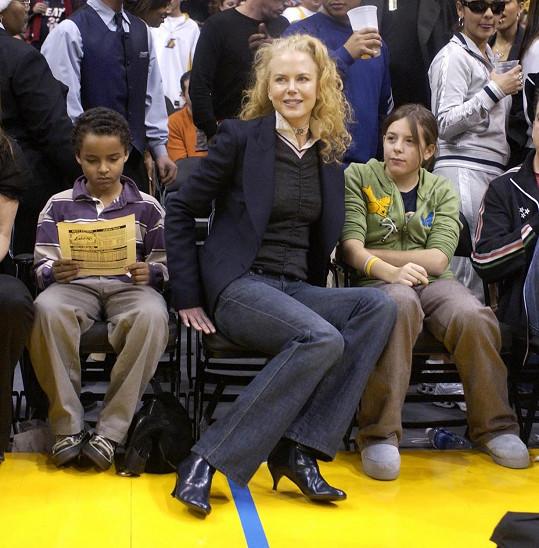 Nicole Kidman se svými adoptivními dětmi Connorem a Isabelle v roce 2004