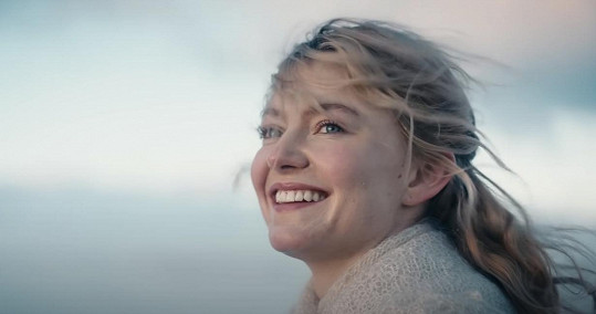Hlavní hrdinku si zahrála Astrid Smeplass. Jde o její první film.