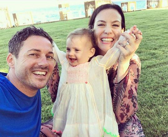 Liv Tyler s partnerem Davem Gardnerem a dcerkou Lulou