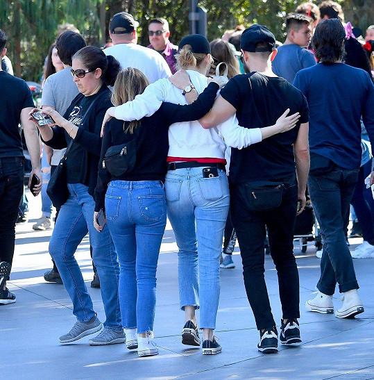 Oscarem oceněná herečka Emma Stone si nyní vyrazila na výlet s přáteli.