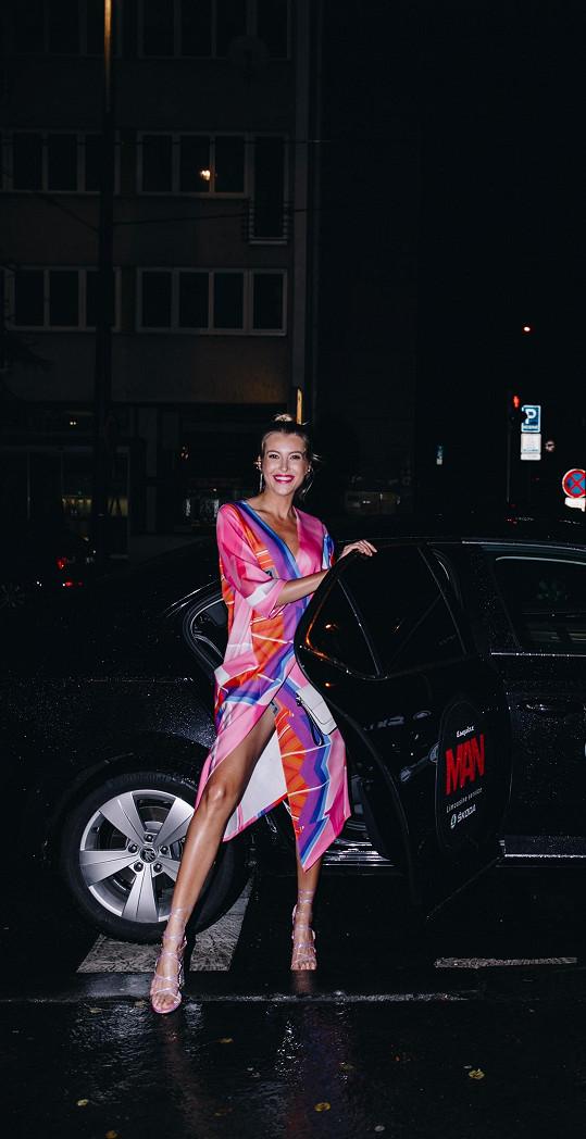 Na vyhlášení soutěže Esquire Man přijela Česká Miss 2011 stylově.