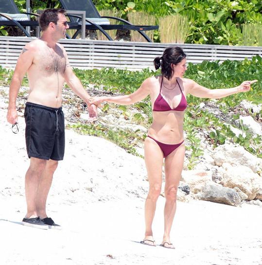 Courteney Cox se nyní nachází se snoubencem v Cancúnu.