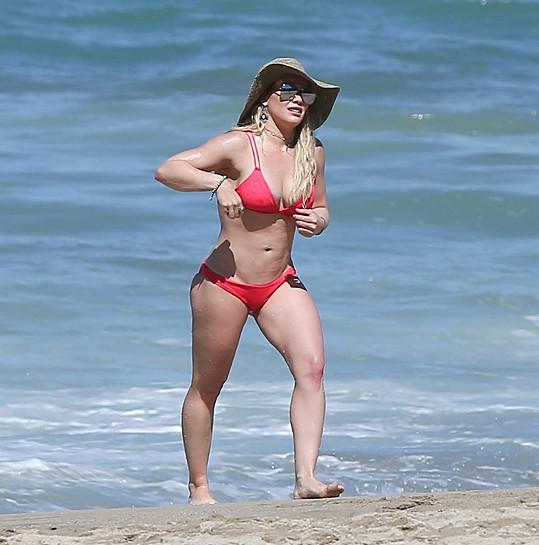 Hilary Duff vypadá v bikinách fantasticky.