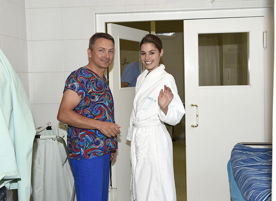 Tereza s chirurgem Karlem Urbanem
