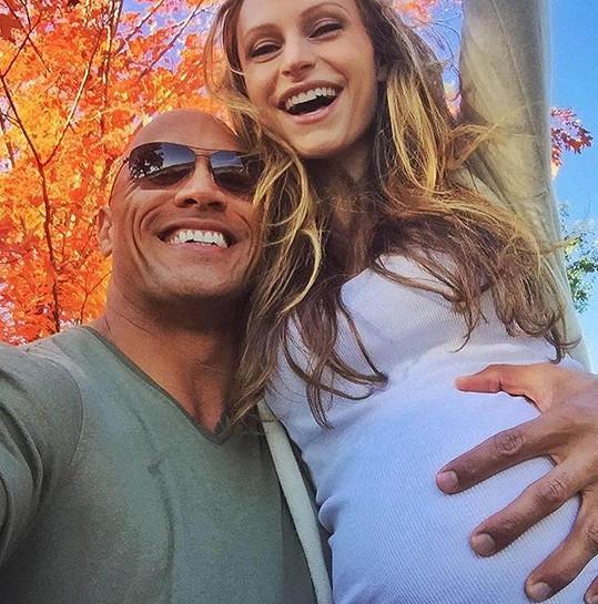 Dwayne Johnson s těhotnou partnerkou Lauren Hashian