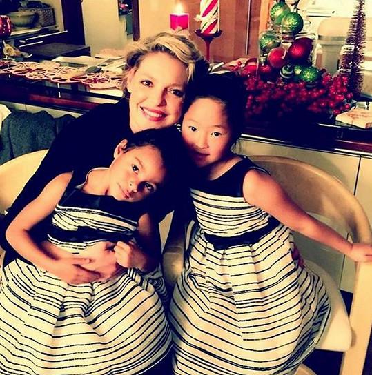 Herečka už má dvě adoptované dcery.