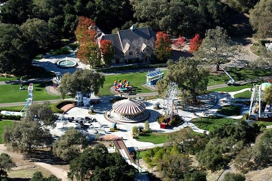 Neverland Michael vybudoval hlavně pro děti, záměr se mu zle vymstil.