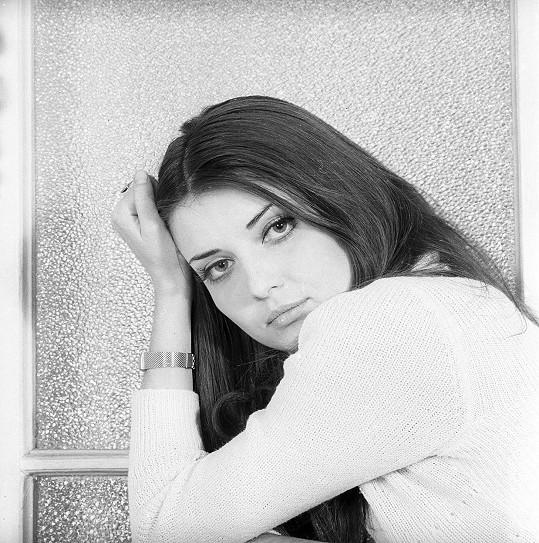 Sexsymbol sedmdesátých let a jedna z nejkrásnějších českých zpěvaček vůbec - Miluška Voborníková.