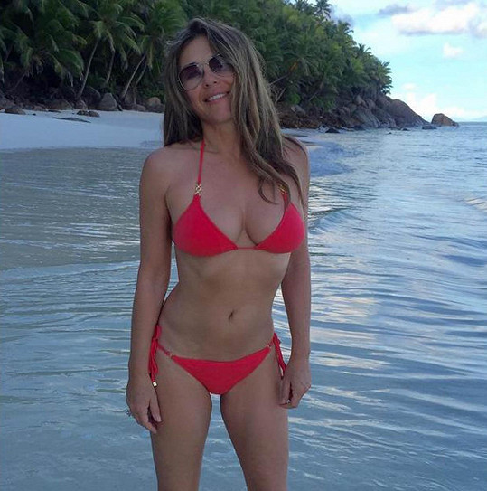 Elizabeth Hurley je sexy padesátnice.