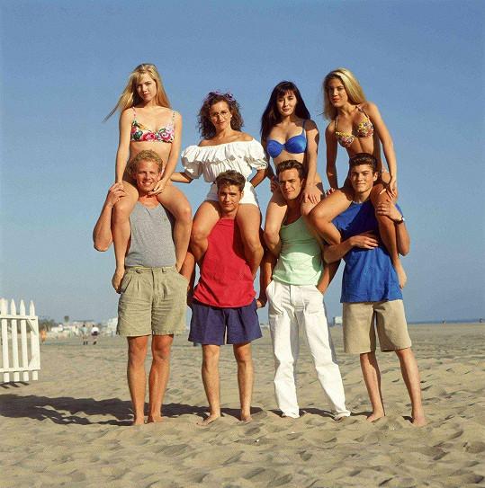 Tori (vpravo nahoře) a Ian (vlevo dole) v seriálu Beverly Hills 90210